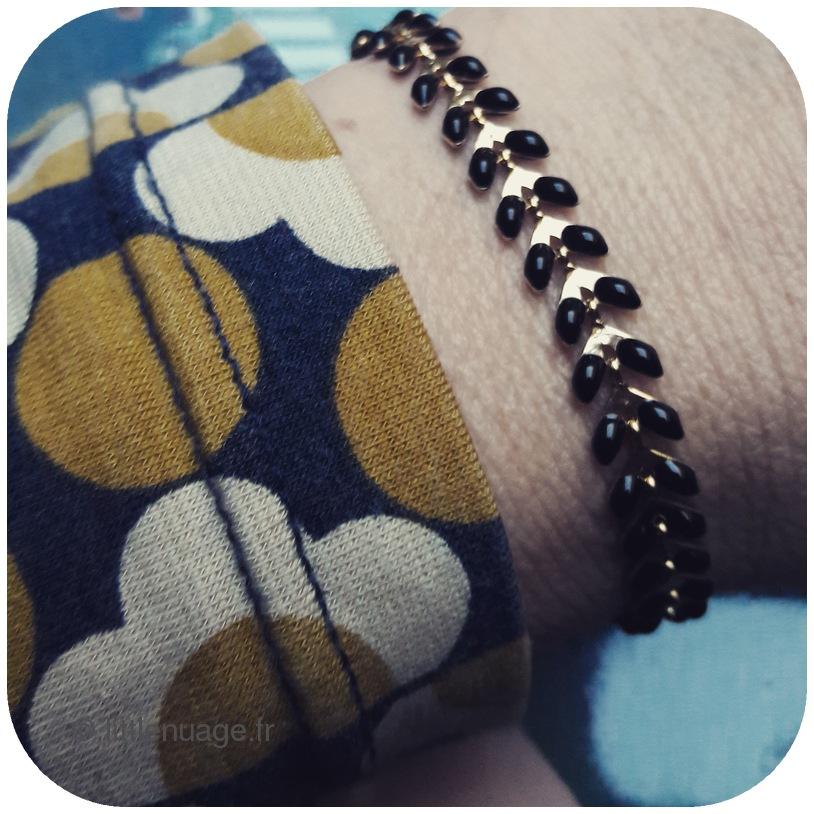 bracelet_-25C3-25A9pi_noir_little_nuage.jpg
